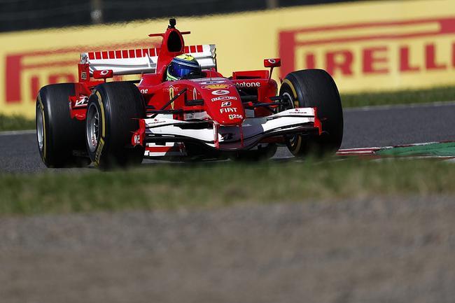 马萨驾驶老款F1赛车