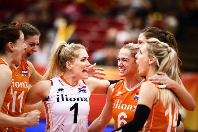 卫冕冠军出局!美国2-3负荷兰 中国女排提前进4强