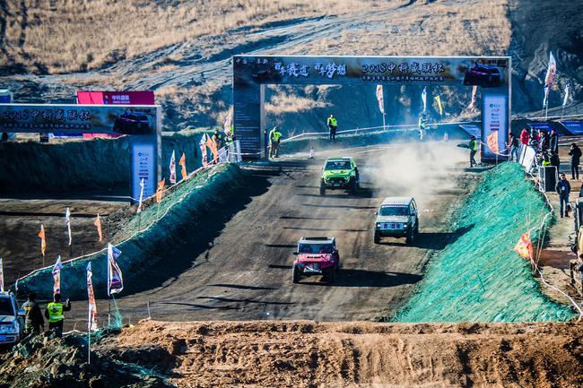2018阜新百年赛道小镇汽车场地越野挑战赛首轮决赛举行。
