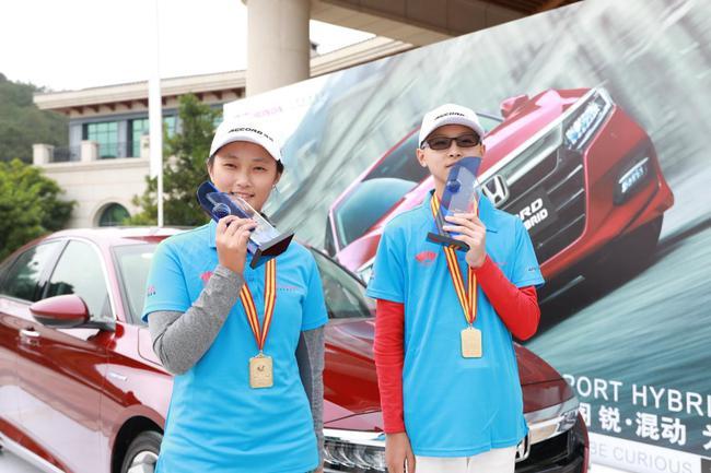 男子组冠军陶震和女子组冠军程迪