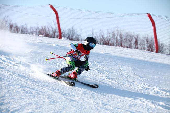 滑雪(資料圖)