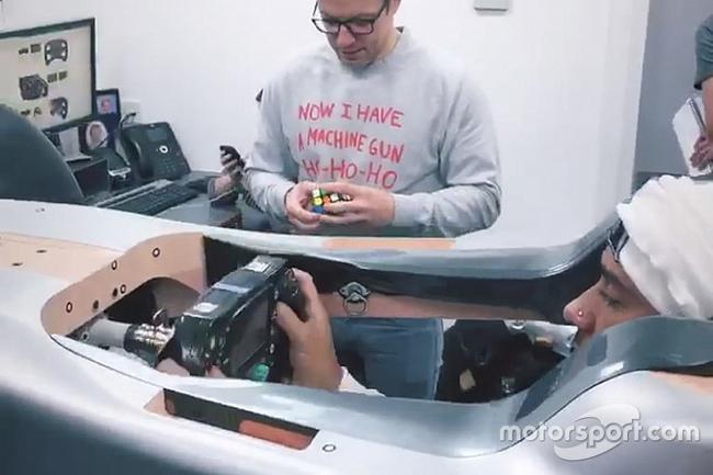 梅奔泄漏了2019赛季稀奇为汉密尔顿所准备的驾驶舱配置