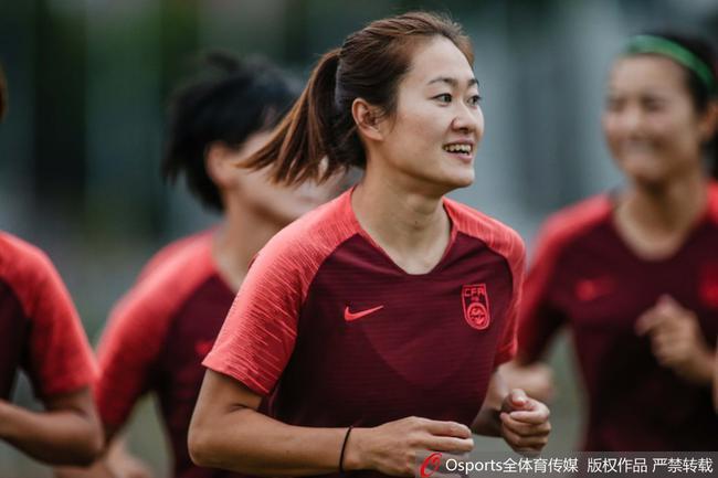 中国女足队长吴海燕