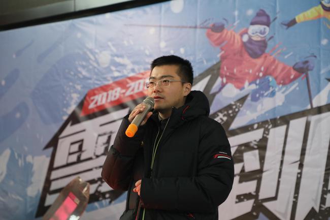 新浪冰雪频道总监杨志在开幕式致辞
