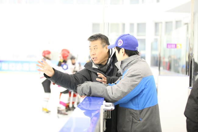 李民请示在现场和教练交流