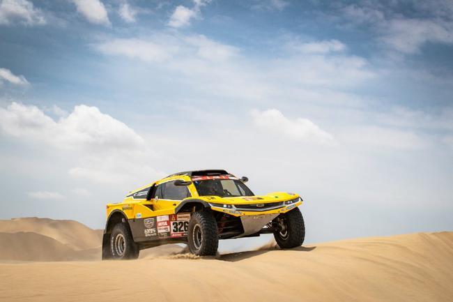 326号车组菲利普/斯蒂文在达喀尔拉力赛比赛中