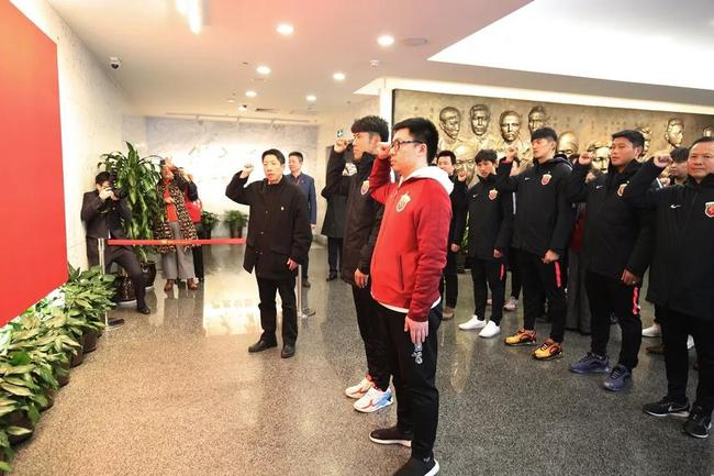上港党员参观中共一大会址