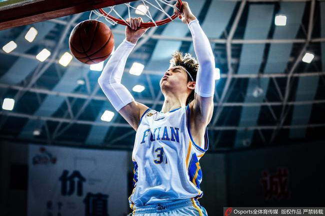 王哲林首次当选MVP