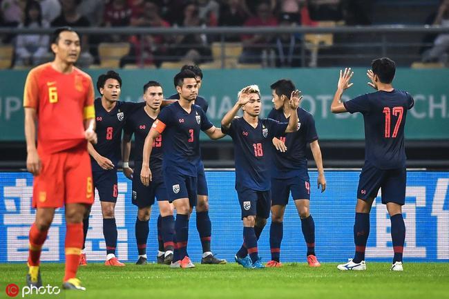 中国杯-后防数次遇险颜骏凌神扑 国足0-1再负泰国