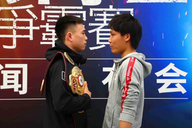 徐灿(左)
