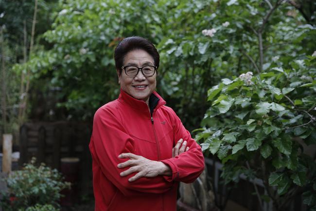 年过80岁的郑凤荣依旧精神矍铄。新京报记者 侯少卿 摄