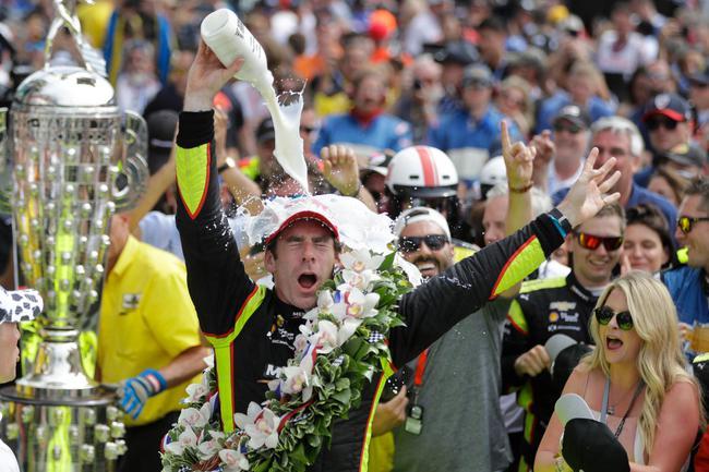 从杆位发车的西蒙-帕根,诺德首次夺冠