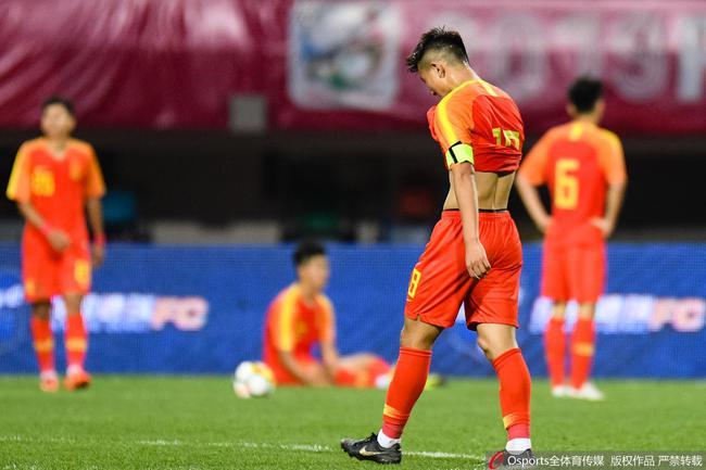 熊猫杯-史诗级乌龙+空门不进 国青0-2泰国遭2连败