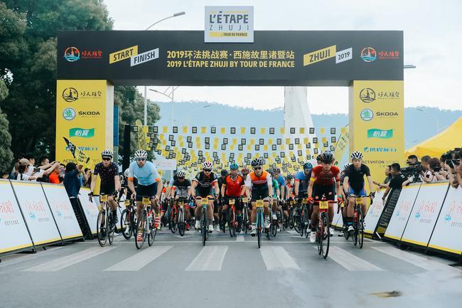 2000余名参赛选手在西施故里浣纱大桥起程