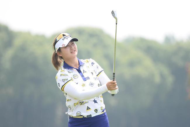 刘艳从美国女子公开赛触底反弹张家港双山66杆