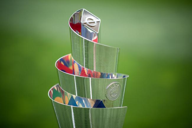 欧国联冠军奖杯