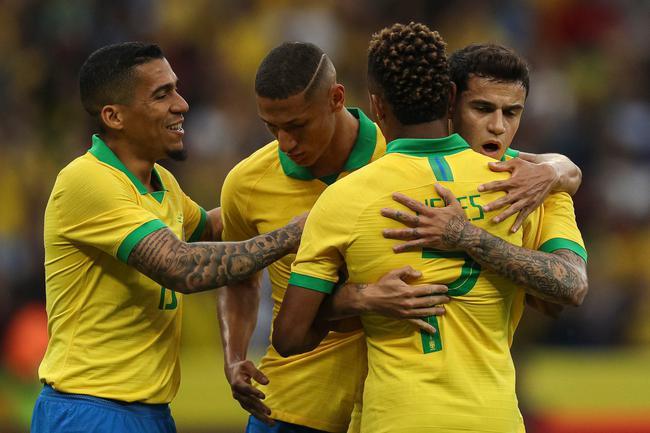 巴西祝贺进球