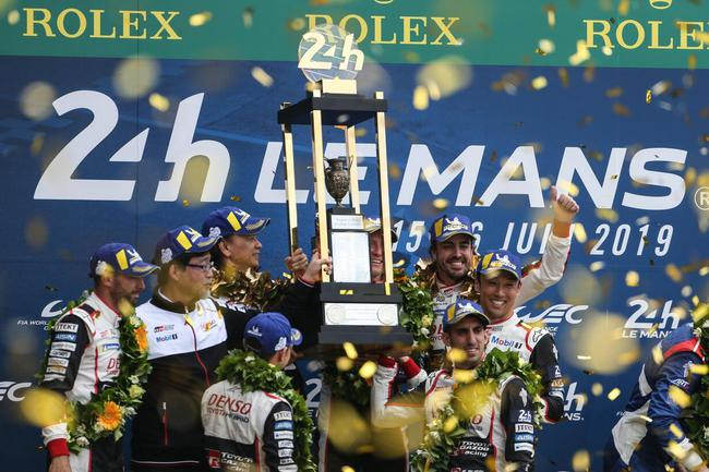 丰田车队8号赛车(阿隆索、布埃米、中岛一贵)夺得冠军