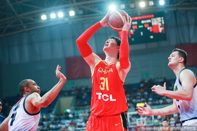 王哲林两战砍下48分18篮板