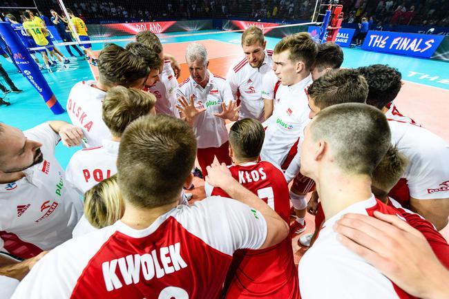 世联男排决赛芝加哥开战 揭幕战波兰男排3-2巴西