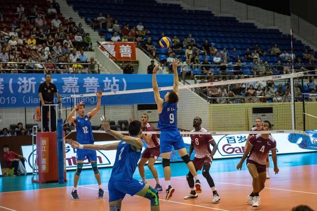 中国男排击败卡塔尔