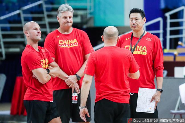 男篮训练课后李楠批准了采访