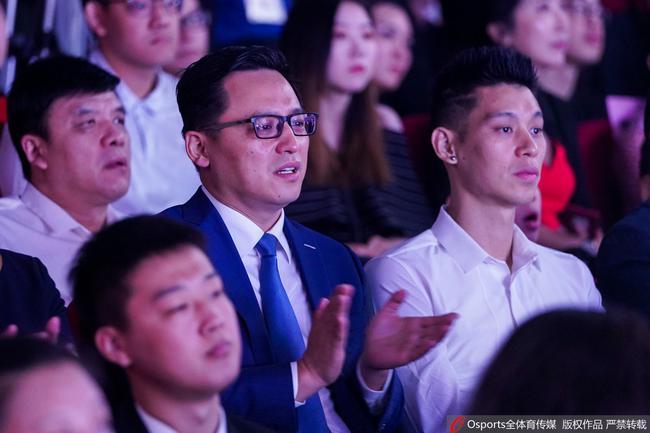 林书豪为中国男篮送上了鼓励