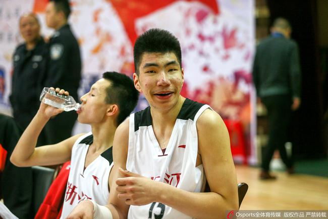 余嘉豪是中国男篮内线新的希望