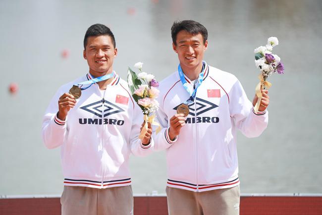 领奖台刘浩(左)王浩