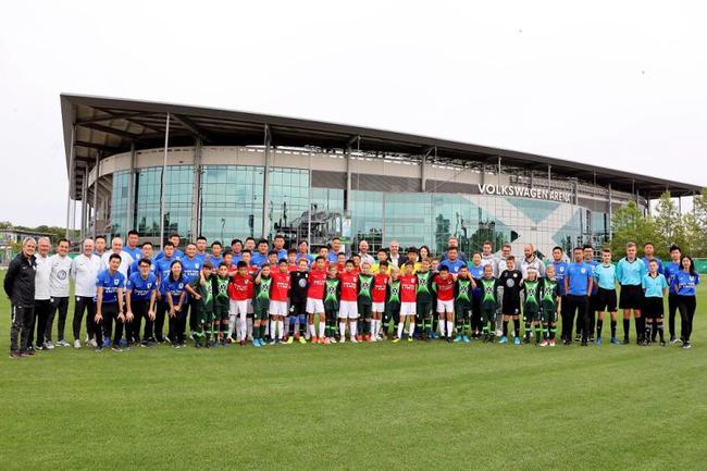 群众汽车团体(中国)联袂中华天下体育基金会、中国足球协会持续三年举行群众汽车青少年足球赴德夏令营及青少年足球锻练员培训班