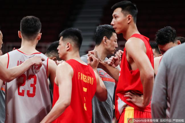 中国男篮古早迎战波兰队