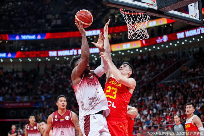 中国男篮一次次被身高远不如自己的对手轻松摘走篮板