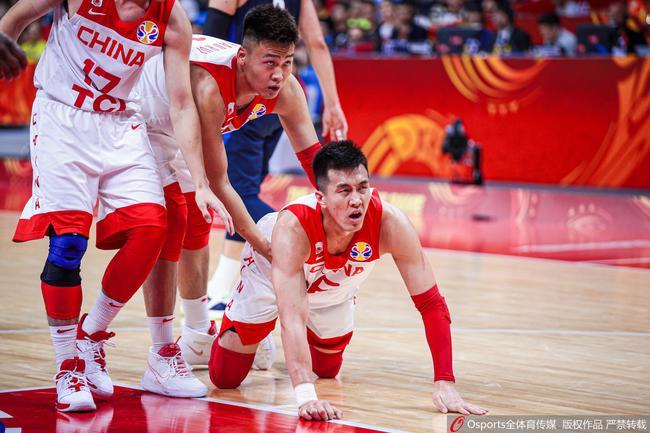 中国男篮后卫郭艾伦