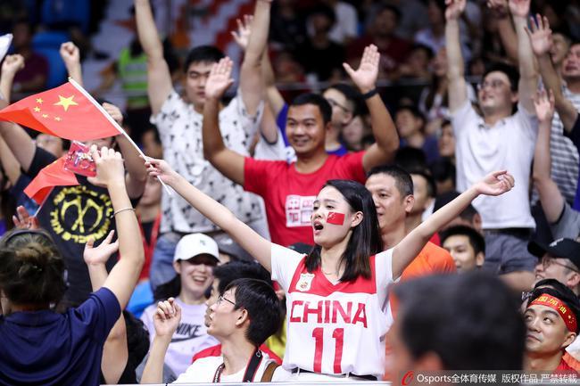 粤媒:广州球迷从未如此疯狂 他们是最强