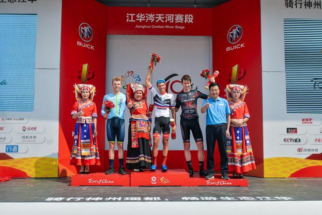"""环中国自行车赛第二阶段在""""瑶都爱情小镇""""拉开序幕"""