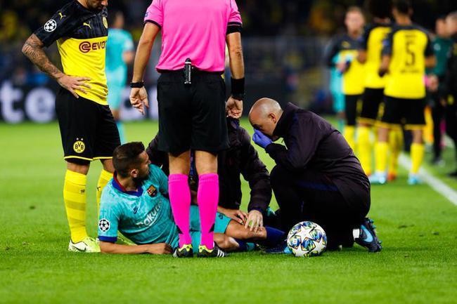 阿尔巴在比赛中受伤