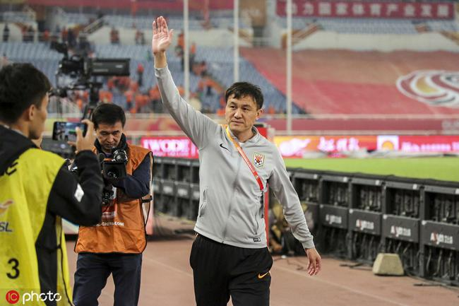 郝伟绕场感谢鲁能球迷 鲁蜜高呼名字祝福国奥好运