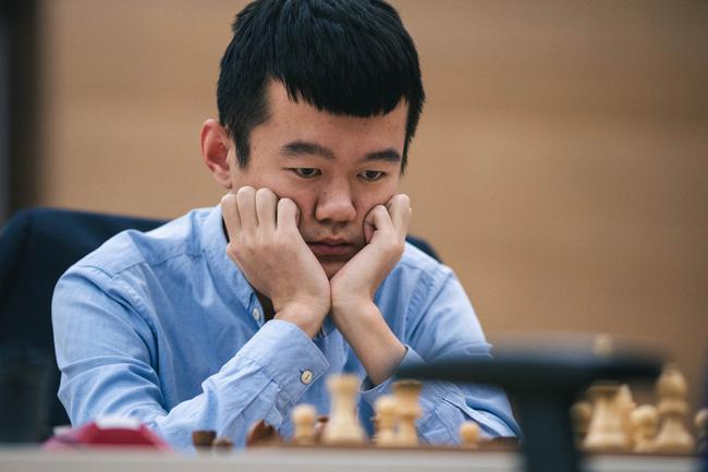 中国头号棋手丁立人在比赛中