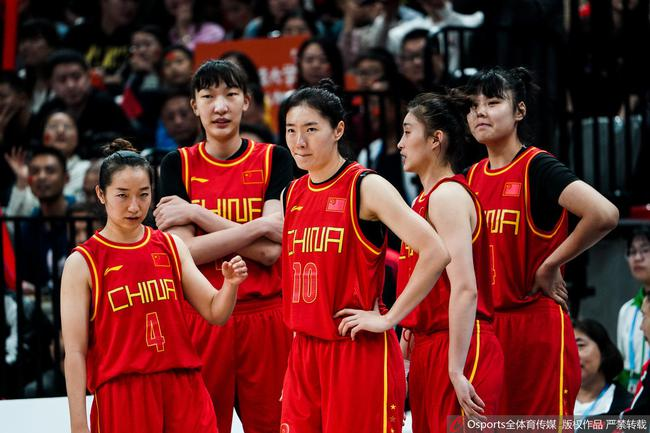 女篮姑娘们在比赛中