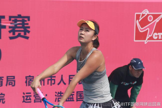 彭帅在比赛中(图/ITF国际网球巡回赛微博)