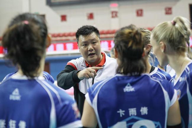 上海女排主教练王之腾
