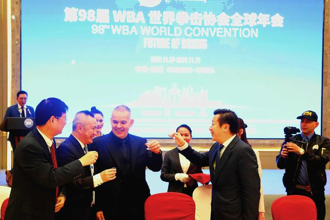 WBA世界主席赞扬中国的进步 晚宴兴奋看井上尚弥打拳