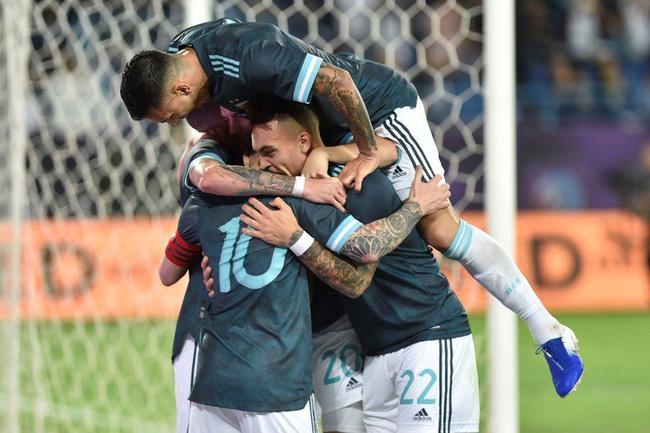阿根廷庆祝进球