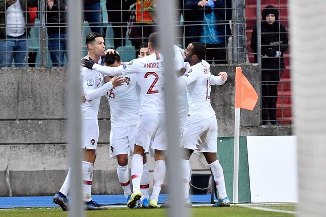 葡萄牙庆祝进球