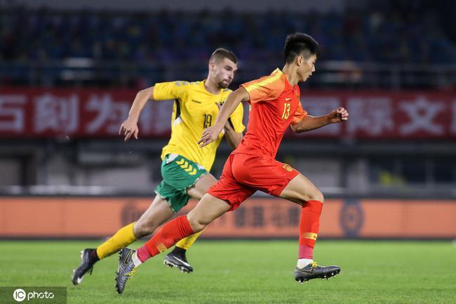 足协把国奥教练组合同带到重庆