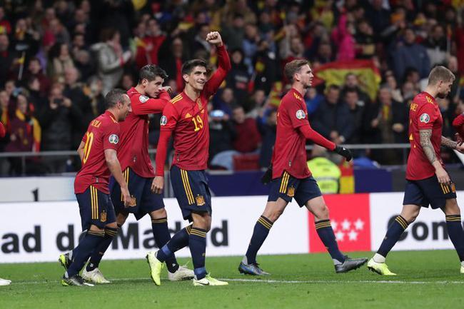 西班牙4-0大胜