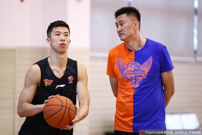 广东队主教练杜锋