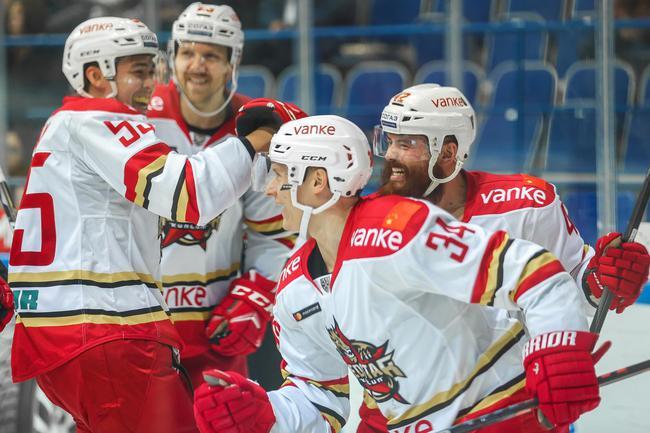 亨特首分赫鲁贝克首零封 KHL万科龙赛季横扫石化