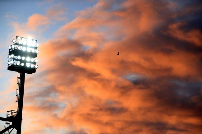 卡罗路上空的红云