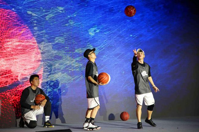 开场花式篮球表演